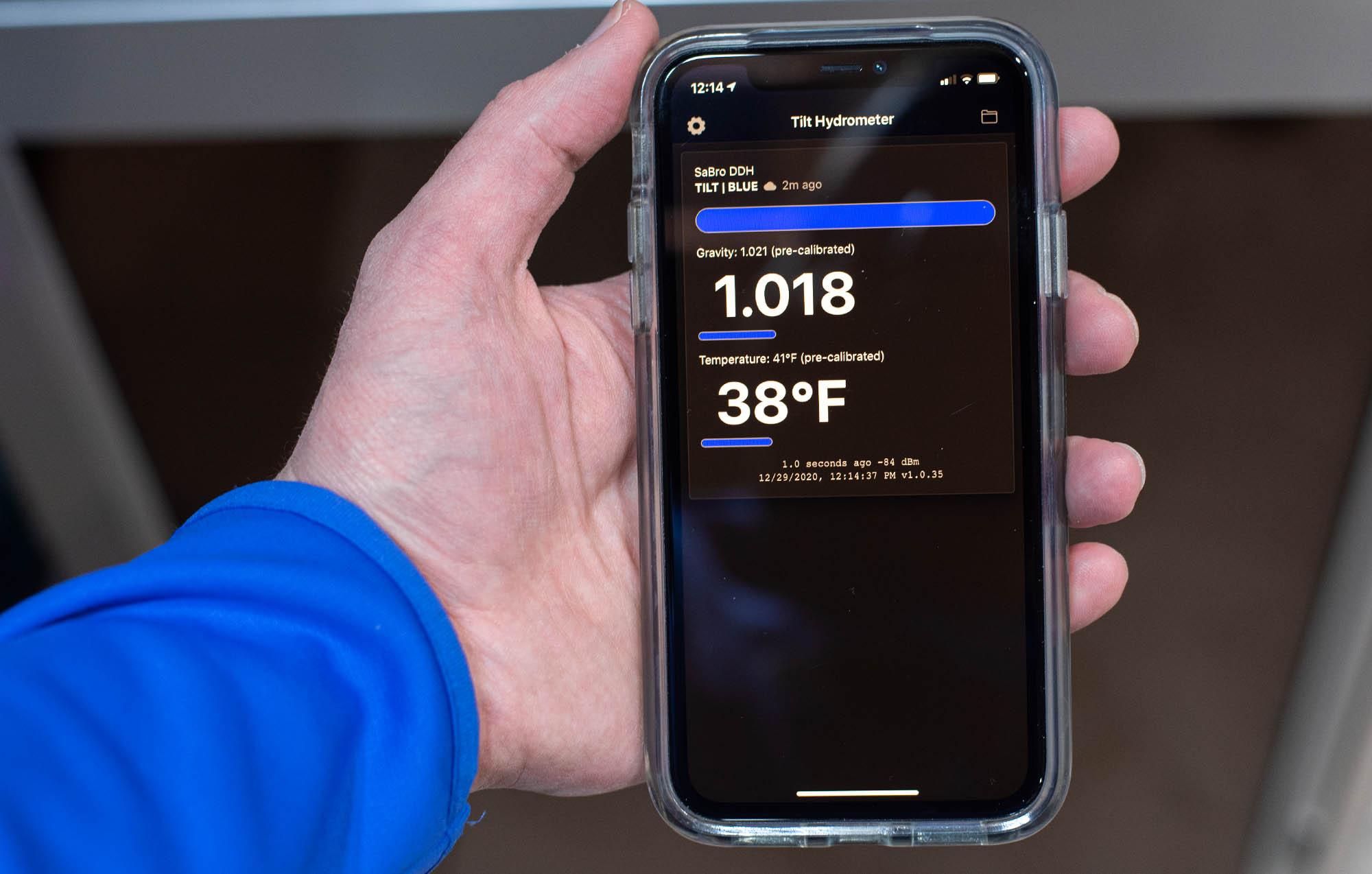 Tilt hydrometer with smart phone